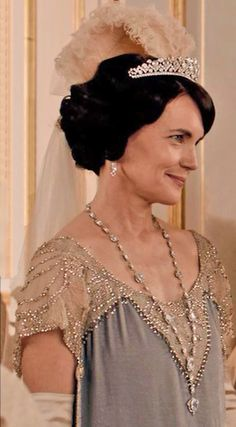 Lady Grantham presents Rose at Court season IV