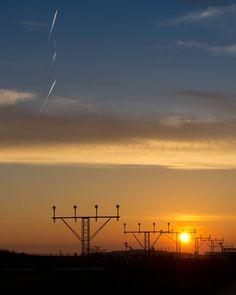 Aeroport del Prat #atardecer #aeroportdelprat #sunset #airport #sky #canoneos60d