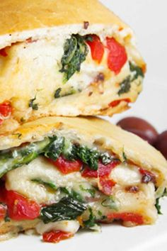 Veggie Cheese Stromboli - The first time I ate stromboli was a few years ago at . Vegan Recipes Beginner, Delicious Vegan Recipes, Healthy Recipes, Vegan Meals, Tasty, Yummy Food, Veggie Cheese, Spinach And Cheese, Veggie Stromboli Recipe