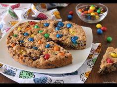 Oggi vi suggerisco di provare questa pazzesca Torta cookie con M&M's. E' un dolce golosissimo colorato e tanto facile da fare, perfetto per feste di complea