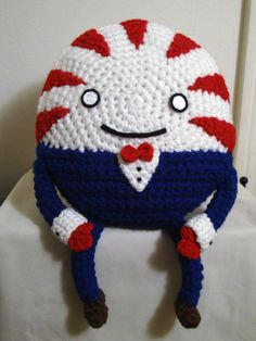 Crocheted peppermint butler, 8 inches wide and 13 inches tall.