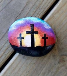 Rock Painting Ideas that will inspire you to start creating! Don't be intimidated by all the rocks you see. Painted Rock Ideas are perfect for beginners! Rock Painting Patterns, Rock Painting Ideas Easy, Rock Painting Designs, Pebble Painting, Pebble Art, Stone Painting, Stone Crafts, Rock Crafts, Prayer Rocks