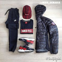 Today's top #outfitgrid is by @mika_demaria. ▫️#Nike #Sweatpants & #Huarache ▫️#CanadaGoose #Jacket ▫️#Supreme #flatlay #flatlayapp #flatlays