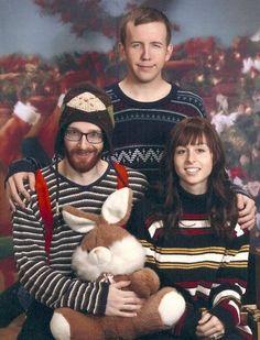 ? Awkward Family Pictures, Weird Family Photos, Awkward Family Photos, Family Christmas Cards, Funny Christmas Cards, Christmas Photos, Christmas Humor, Christmas Portraits, Family Portraits