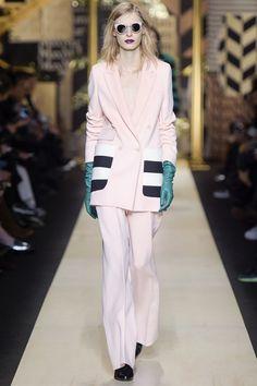 http://www.vogue.it/moda/tendenze/2016/11/14/tendenze-moda-autunno-inverno-2016-2017-tasche/