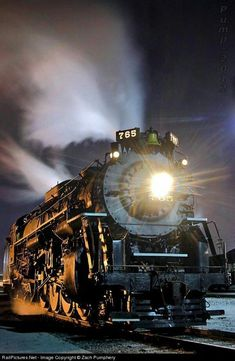 Train NKP 765 Nickel Plate Road Steam at Berkeley, Missouri. Image Train, Motor A Vapor, Old Steam Train, Tramway, Old Trains, Vintage Trains, Train Art, Train Pictures, Train Engines