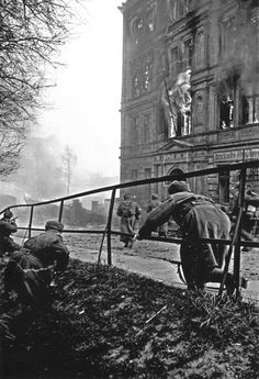 Russian infantrymen in street fights for the German town of Neisse (now Nysa, Poland). March, 1945.