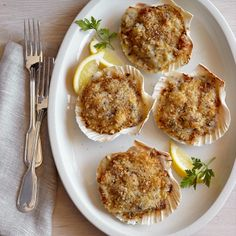 Jacques on a Half Scallop Shells Seafood Recipes, Gourmet Recipes, Coquille St Jacques, Scallop Shells, Cooking Utensils, Fish And Seafood, Kitchen Decor, Appetizers, Favorite Recipes