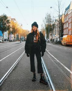 """13.7 mil curtidas, 135 comentários - Olivia. (@oliviabynature) no Instagram: """"Golden hour Stomping around freezing cold Amsterdam Town today"""""""