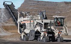 The 4200 SM surface miner developed by Wirtgen of Germany weighs over 200 tonnes, is more than 30 m long and can cut up to tonnes of material in an hour Heavy Construction Equipment, Road Construction, Heavy Equipment, Construction Machines, Antique Bookcase, Bucyrus Erie, Tonka Toys, Iron Ore, Industrial Machine