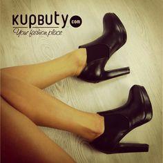 Niezwykle zgrabne i kobiece sztyblety na obcasie i platformie, niwelującej jego odczucie . Są świetnie wyprofilowane i pięknie wyglądają na nodze. Po bokach maja wszytą gumę, dzięki czemu zakładanie jest szybkie a buty idealnie przylegają. Są eleganckie i mają w sobie klasę- idealne na jesienne dni!. http://www.kupbuty.com/product-pol-10840-Piekne-jesienne-sztyblety-na-obcasie-LL38-Czarne.html  #shoes #botki #girls #online #follow #cool #black