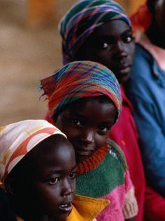 Three girls in Sunday school class, Nairobi, Kenia - Eric Wheater