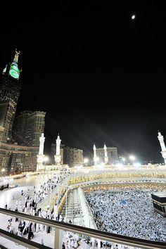 Photo of the Top Floor of Masjid al-Haram at Night