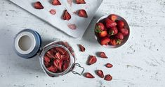 Dry strawberries by Greek chef Akis Petretzikis! An easy recipe for how to dry strawberries. Raw Food Recipes, My Recipes, Foods That Contain Gluten, Dairy Free Diet, Nutrition Chart, Dried Strawberries, Processed Sugar, Food Categories, Strawberry Recipes