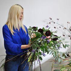 V rámci celodenního kurzu Na den floristkou se naučíte mimo jiné i vázanou kytici v boho stylu... A pokud vás můj styl nadchne, můžete pokračovat v Intenzivním kurzu. Wreaths, Boho, Plants, Decor, Decoration, Door Wreaths, Bohemian, Deco Mesh Wreaths, Plant