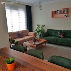 Enerjik ve sıcak renkler, neşeli bir salon: Burcu hanımın salonu. Rustic Farmhouse Furniture, Drawing Room Furniture, Hall House, Pinterest Home, House Of Turquoise, Green Sofa, Sofa Covers, Home Decor Furniture, Warm Colors