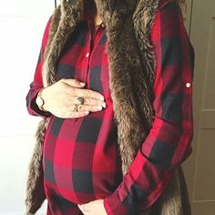 @allkindsoflovelyblog is keeping her bump all warm + cozy this season! #preggonista #maternitystyle #maternityfashion #pregnancystyle #pregnancyfashion