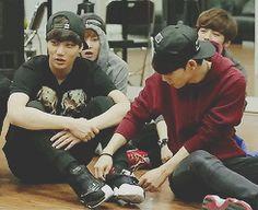 """Kai&chen tranquille kai on te fait tes lacets -.-"""""""
