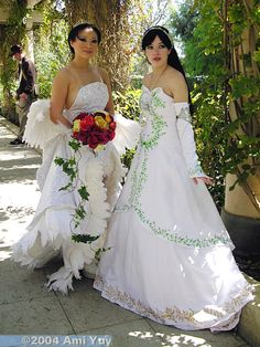Yaya Han as Wedding Yuna, unknown cosplayer as Princess Garnet in her wedding dress. I don't like the way Yaya did her dress at all. Putting it here as an example of DO NOT WANT.