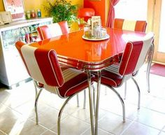 There is a similar dynamite retro red kitchen table at Treasure Isle. Retro Dining Rooms, Retro Dining Table, Dining Room Colors, Retro Kitchen Tables, Dining Sets, Dining Tables, Retro Furniture, Design Furniture, Furniture Ideas