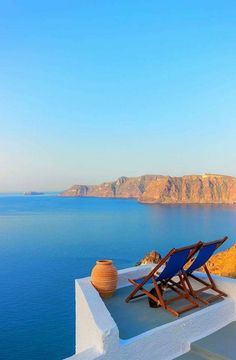 Nadire Atas on Dining with a Fantastic View Santorini Vacation Places, Vacation Destinations, Vacation Spots, Places To Travel, Places To Go, Santorini Greece Beaches, Santorini Island, Santorini Travel, Oia Santorini