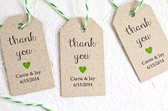 Matrimonio personalizzato favore tag, carta Kraft, Bomboniere rustiche, Tag regalo, doccia favore Tag, Tag Thank You con un cuore - Set di 25 (SMGT-JSS)