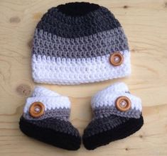 Crochet Baby Shoes child crochet cap and booties, crochet booties, crochet cap pattern, crochet booties pattern - Here we will give some of the most exciting and easy 20 Amazing Crochet Cap Ideas that you will love making and wearin Crochet Hats For Boys, Easy Crochet Hat, Crochet Cap, Crochet Beanie, Boy Crochet, Crochet Children, Simple Crochet, Crocheted Hats, Crochet Braids