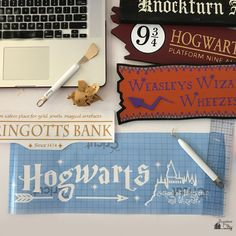 I created an tall DIY Harry Potter Directional Sign for a friends wedding. The sign features over 10 locations in the Harry Potter world! Harry Potter Sign, Mundo Harry Potter, Harry Potter Classroom, Harry Potter Bedroom, Harry Potter Shirts, Harry Potter Wedding, Harry Potter Birthday, Harry Potter Books, Harry Potter Characters