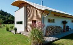 Una casa in legno pensata per la meditazione #villa #tettocurvo #frangisole #dehors