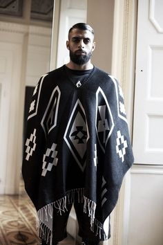 Poncho by Marcelo Burlon. Is anyone else obsessed by poncho's at the moment? Men Street, Street Wear, Urban Outfit, Punk Mode, Mens Poncho, Dapper, Mantel, Ideias Fashion, Personal Style