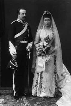 Princess Louise of Wales on her wedding day, 27 June The groom is Alexander Duff, Duke of Fife. Louise was the daughter of the future Edward VII and a granddaughter of Queen Victoria. She became Duchess of Fife on her wedding, and later Princess Royal in Vintage Couples, Chic Vintage Brides, Vintage Wedding Photos, Vintage Weddings, Vintage Gowns, Vintage Photos, Royal Wedding Gowns, Royal Weddings, Wedding Dresses