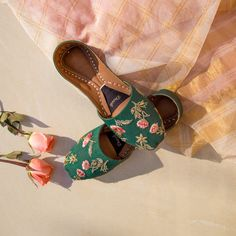 Support comfort in Dazzle juttis! Uniquely handcrafted by Pakistan's finest artisans, Dazzle juttis emanates luxury and traditional mysticism. New Kurti, Coral Sandals, Kurti Designs Party Wear, Stylish Sarees, Embroidery Suits, Indian Wedding Outfits, Natural Leather, Sock Shoes, Pump Shoes