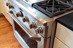 Having trouble with your stove? Contact APlus Repair and get stove repair and maintenance services in Montreal at affordable cost. Self Cleaning Ovens, Cleaning Hacks, Easy Off Oven Cleaner, Convection Oven Cooking, Stainless Steel Stove, New Oven, Big Kitchen, Kitchen Tips, Kitchen Ideas