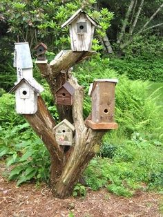 Bird House City, such a neat way to have lots of houses for our feather friends. Love this!! - http://www.diyhomeproject.net/bird-house-city-such-a-neat-way-to-have-lots-of-houses-for-our-feather-friends-love-this