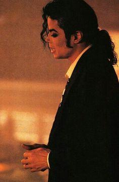 Who is it? Michael Jackson Live, Michael Jackson Neverland, Michael Jackson Quotes, Mike Jackson, Jackson Family, Mj Music, Mj Dangerous, Famous Stars, Film Movie