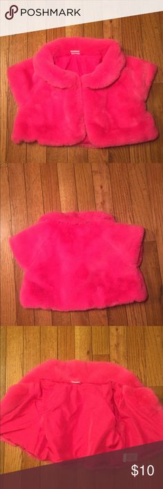 """Toddler Girl's """"Pink Fluffy Vest""""‼️ Wouldn't you love to see your princess in this pretty sassy vest!? There are no stains or rips on this item. I person looove The color Pink and believe every girl/women is pretty in it‼️ so let's go! Dig in the flower pot‼️ Gymboree Jackets & Coats Vests"""