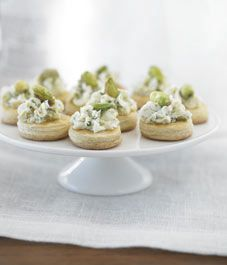 Recipe: Pistachio and chive goat cheese on puff pastry wafers - Style At Home