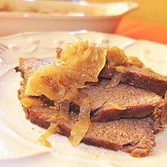 Carne assada com cebola e batatas