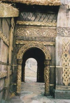 Edoras, Set design - The Lord of the Rings: The Two Towers - Domains: Domus et Insula Jrr Tolkien, Casa Viking, Viking House, Medieval, Into The West, High Fantasy, Middle Earth, Lord Of The Rings, Skyrim