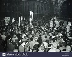 Suez Crisis 1956 Protestors In London Demonstrate Both Against Stock Photo, Royalty Free Image: 20197769 - Alamy