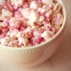 Pretty Popcorn Recipes - Sweet and Savory Gourmet Popcorn - Cosmopolitan Popcorn Snacks, Gourmet Popcorn, Popcorn Recipes, Snack Recipes, Flavored Popcorn, Toffee, My Favorite Food, Favorite Recipes, Pink Popcorn