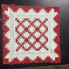 miniature pineapple quilt with delectable mountains border