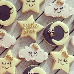 up above the world so high ⭐️✨ . . . . . . #royalicingcookies #royalicing #twinkletwinklelittlestar #homebaker #homebaked #cookielife #decoratedsugarcookies #decoratedcookies #cookiedecorating #cookieart #cookiegram #kaleidacuts