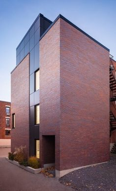 Dom z cegły. www.domzcegły.pl Brick Cladding, Brick Facade, Facade House, Modern Townhouse, Modern Condo, Building Exterior, Building Facade, Brick Design, Exterior Design