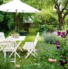 gammaldags trädgård - Suupernice. Rufsigt romantiskt blommigt. Sommrigt.