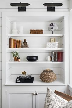 424 best b o o k s h e l f images in 2019 bookshelves bookcases rh pinterest com