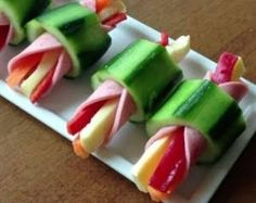 This quick and easy cheese and pepper stick rapped in ham inside hollow cucumber slice is the quick &; This quick and easy cheese and pepper stick rapped in ham inside hollow cucumber slice is the quick &; Appetizers For Party, Appetizer Recipes, Appetizer Ideas, Tapas, Good Food, Yummy Food, Food Decoration, Food Platters, Iftar