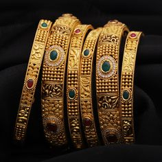 Jadtar Bangles jewellery for Women by jewelegance. ✔ Certified Hallmark Premium Gold Jewellery At Best Price Gold Chain Design, Gold Bangles Design, Gold Earrings Designs, Gold Jewellery Design, Diamond Jewellery, Antique Jewellery, Necklace Designs, Gold Bangles For Women, Gold Mangalsutra Designs
