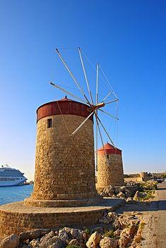Molinos de viento y las paredes de Rodas, patrimonio de la humanidad, Grecia, Europa