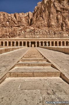Book Egypt Cairo and Luxor Holidays. 5 Day Cairo Luxor Tour Package to Giza Pyramids, Valley of the Kings, Luxor and Karnak Temples. Book Cairo Luxor Holidays Package Online Now. Ancient Ruins, Ancient History, Mayan Ruins, Ancient Greek, Ancient Egypt Pyramids, Places To Travel, Places To See, Places Around The World, Around The Worlds